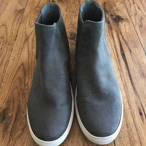 Steve Madden Suede Sneaker